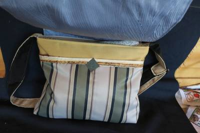 comes with 2 smaller pockets under the flap, a zip to the main compartment, an adjustable strap and its all lined.